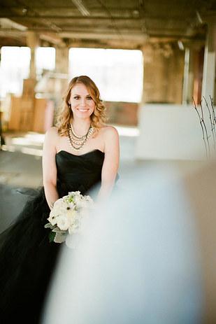 черное-свадебное-платье17.jpg