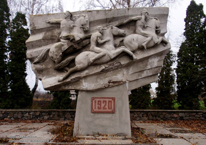 Скульптурная композиция «Голая атака»
