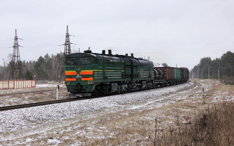 2ТЭ10М-3613 на перегоне  Берёзки - Новобелицкая