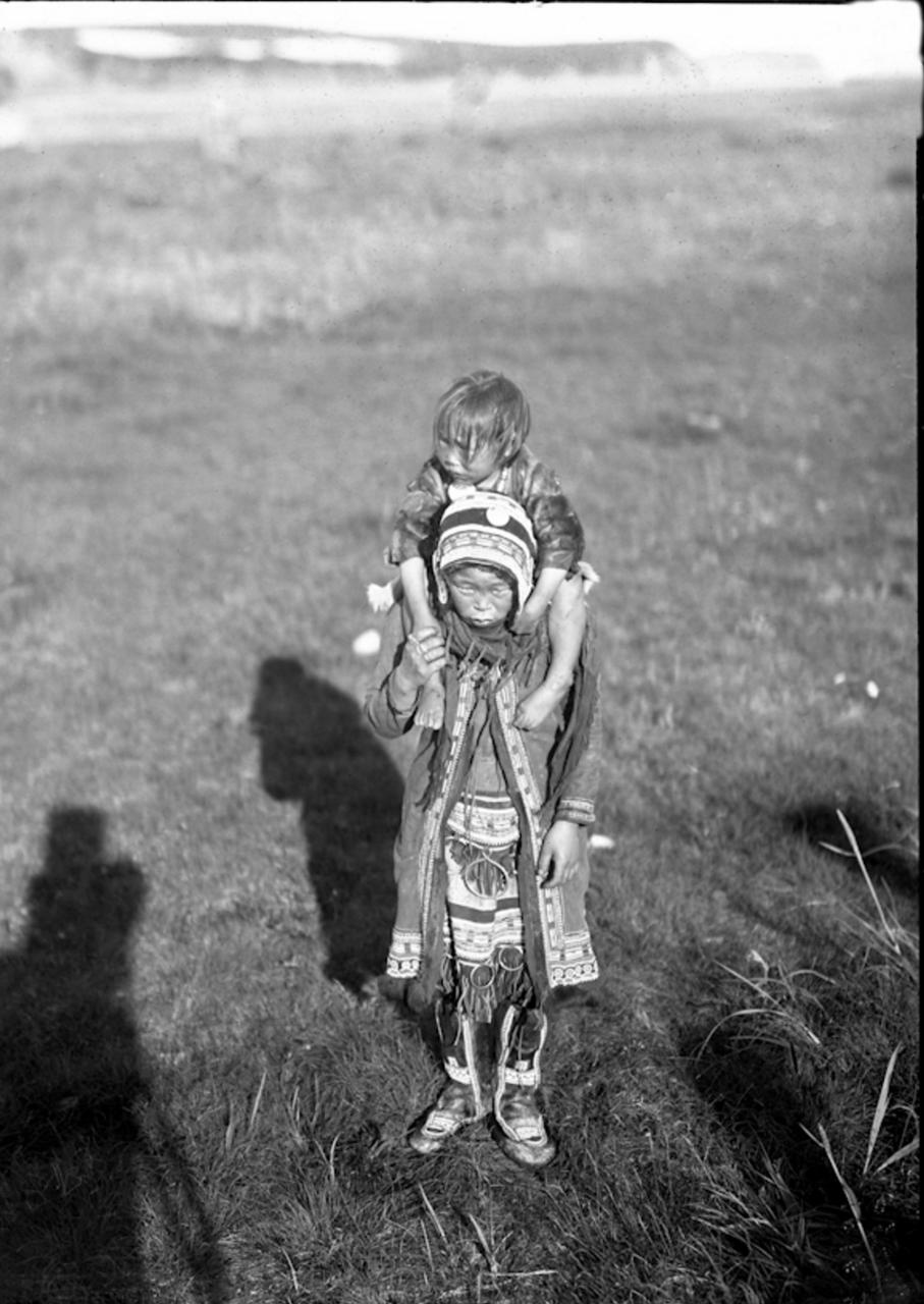 Тунгуска с ребенком, 1901