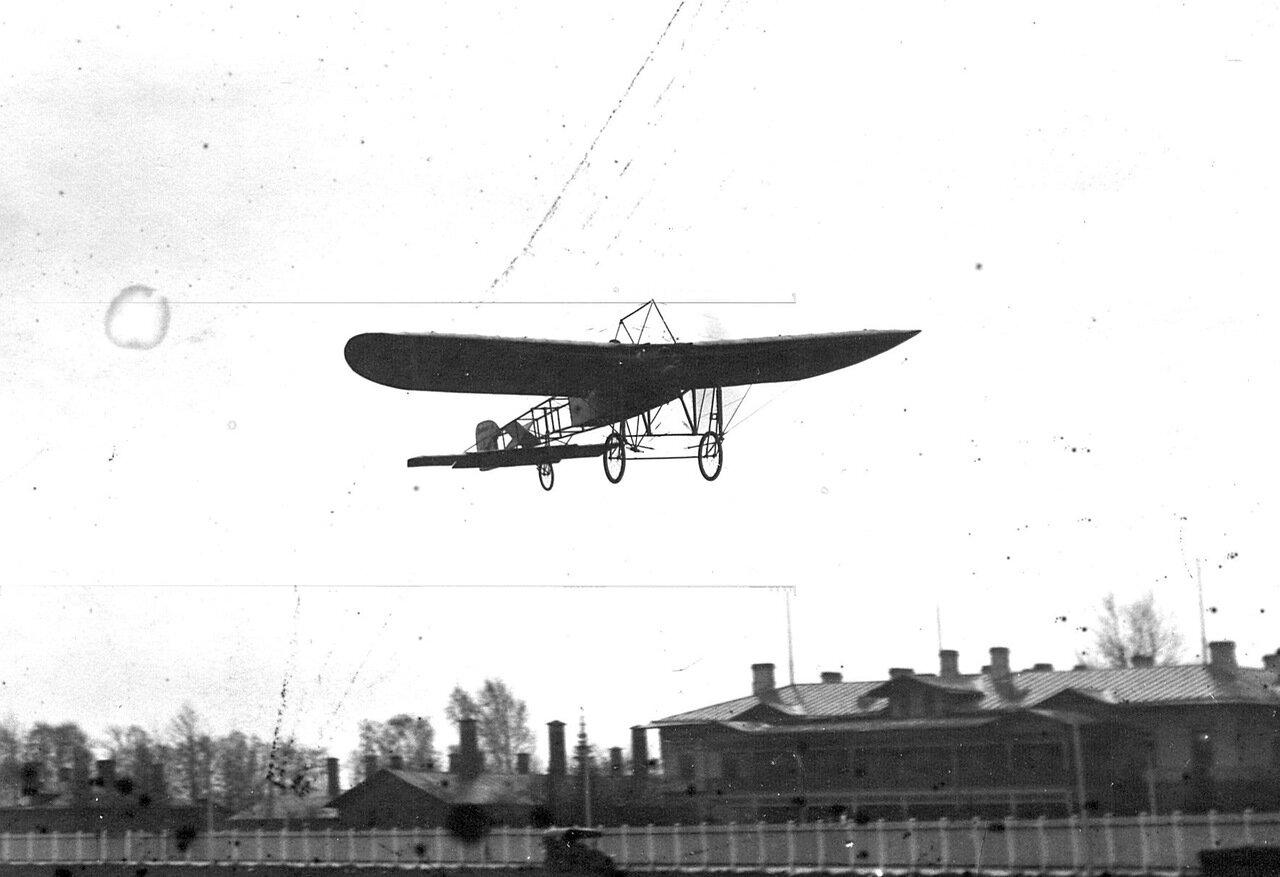 58. Аэроплан Блерио в воздухе