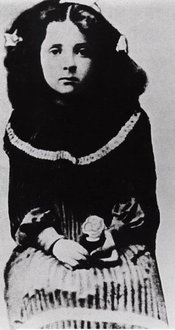 1904.  Голда Меир, первый известный портрет в Пинске