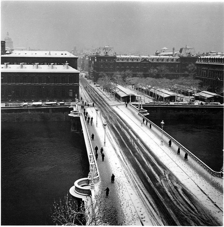 1940. Мост Нотр-Дам зимой