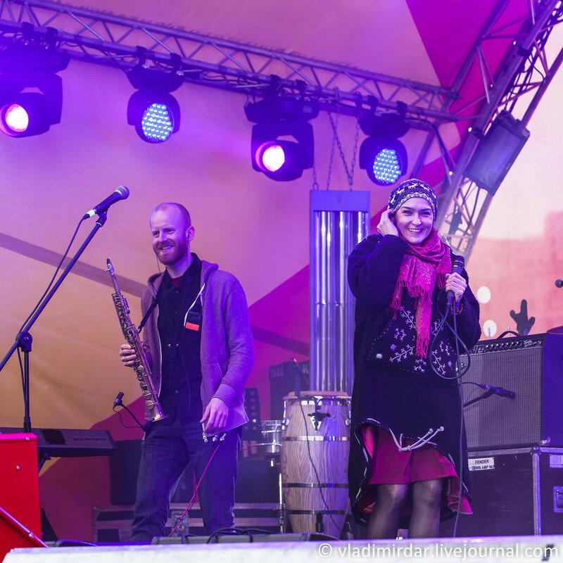 Олег Маряхин и Инна Желанная. Концерт на масленницу 22 февраля 2015 года. Парк Горького.