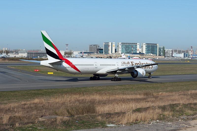 Boeing 777-31H/ER (A6-EGT) Emirates D708426