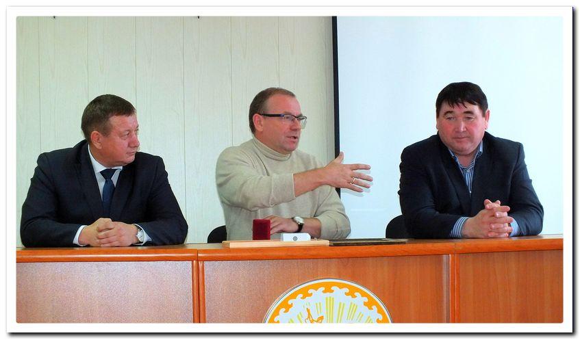С.П. Продовиков (в центре): «Баймак — мой родной город».