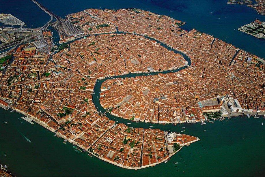33. Венеция с высоты птичьего полета .
