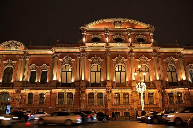 Дворец Белосельских-Белозерских в ночной подсветке. Вид с Невского проспекта, Санкт-Петербург