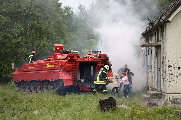 Lљschpanzer trotzt WaldbrЉnden