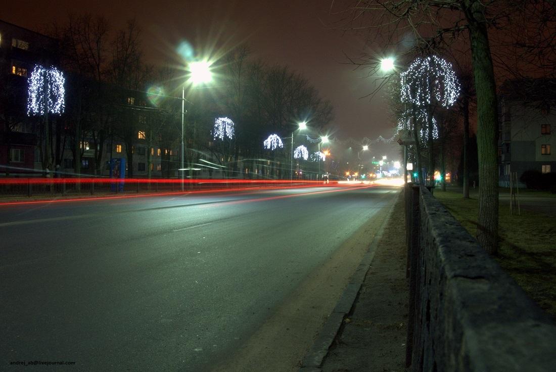 Улица Молодёжная в праздничной подсветке в Новополоцке.