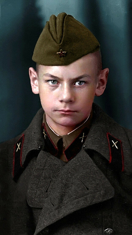 Юрий Ульянин, курсант артиллерийского училища, 15 лет. Фото октябрь 1941 года..jpg