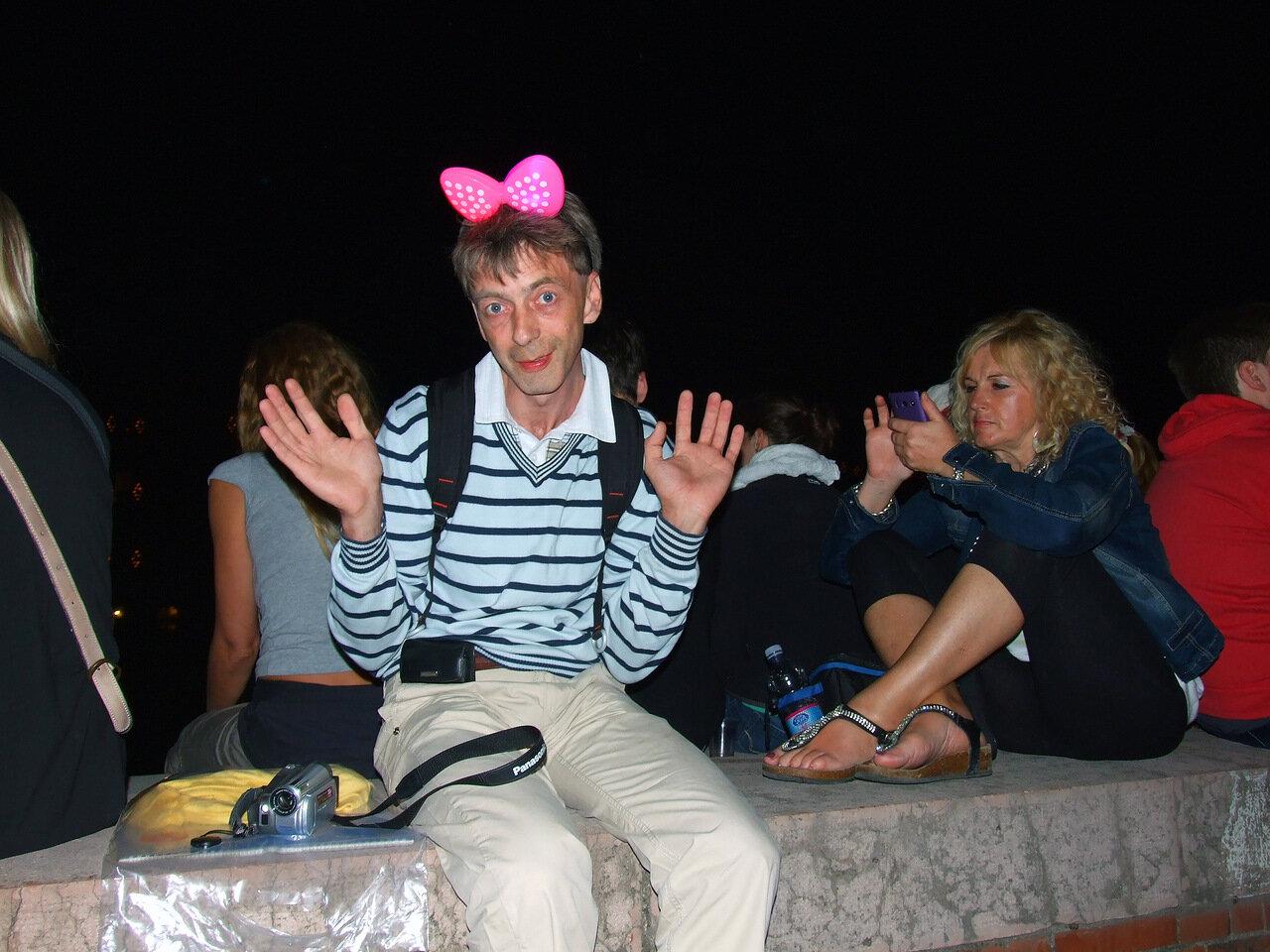 В ожидании праздничного фейерверка на набережной реки Арно в городе Пиза (Pisa)