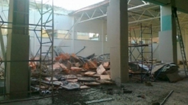 Ангар, крыша которого рухнула вСиверском, строился для торгового дома «Вимос»