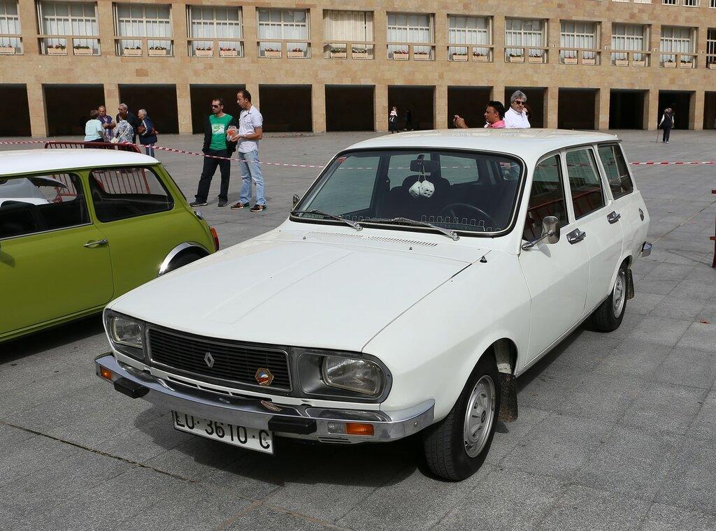 Парад ретроавтомобилей в Логроньо. Renault 12