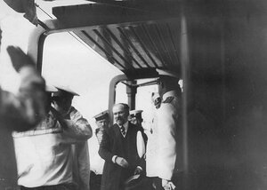 Французский президент Раймон Пуанкаре на палубе яхты Нева.