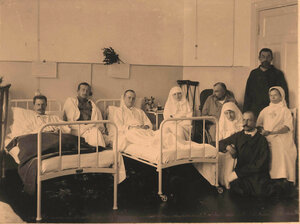 Раненые и сестры милосердия в палате №7.