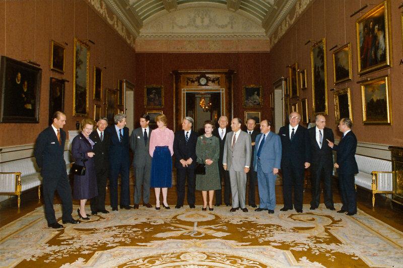 Ее Величество Королева Елизавета II с европейскими саммита лидеров, 1981.