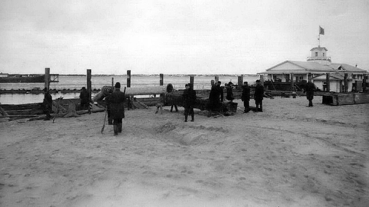 Нижневолжская набережная. Вид от электростанции. 1890-1911