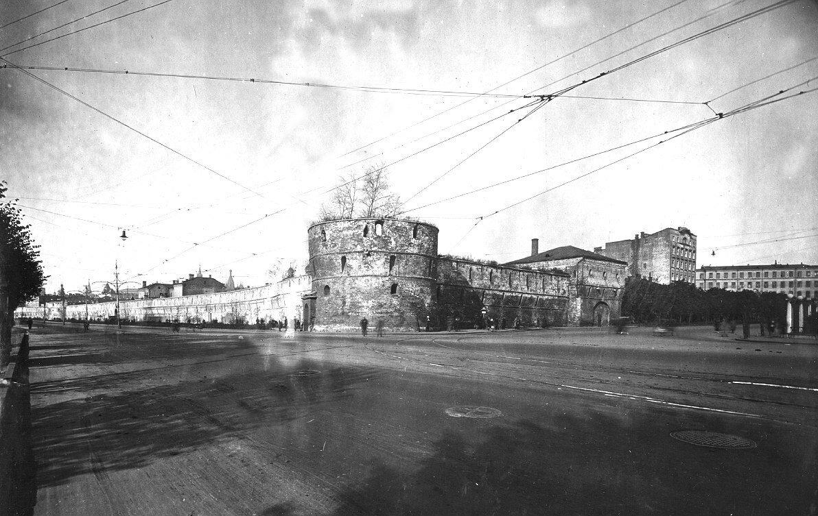 1918. Круглая угловая башня