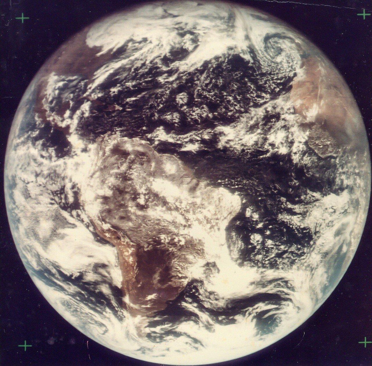 1967, 18 ноября. Первая  высокого качества цветная фотография полной Земля, сделанная автоматической станцией АТС III