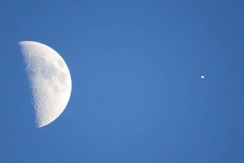 НЛО и Луна над Тайтусвилл, Флорида, США 23 июля 2015 года