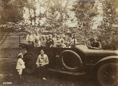 Kindergartens in Russia, photos by Dutch schoolteacher J.C. Ceton, 1921.jpg