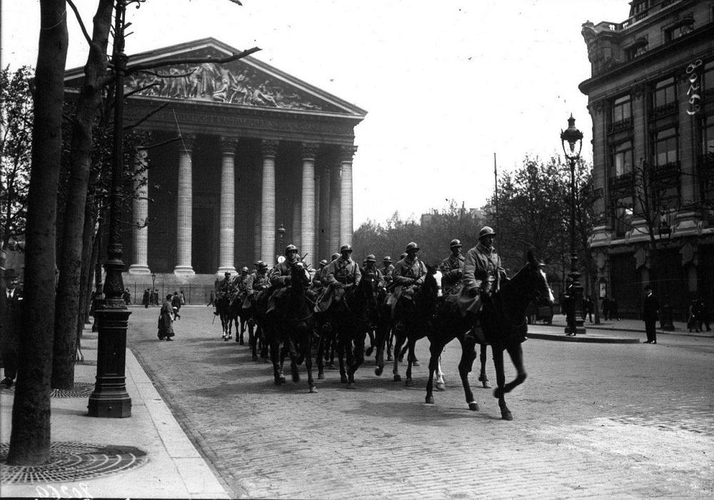 Первомай в Париже 1920. Патруль на городских улицах