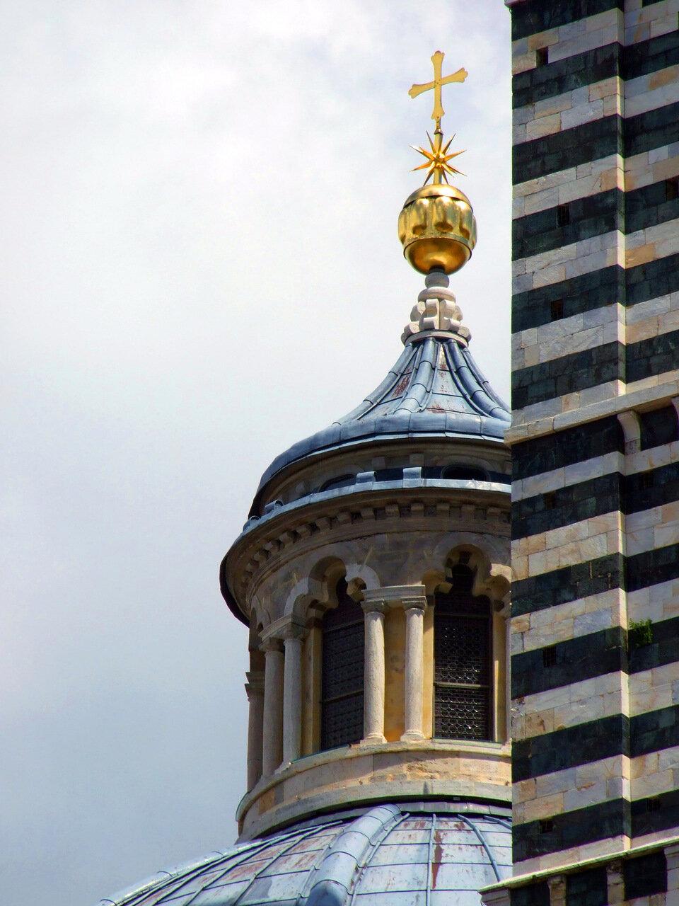Фонарь на куполе Кафедрального Собора (Сattedrale di Santa Maria Assunta; Duomo di Siena)