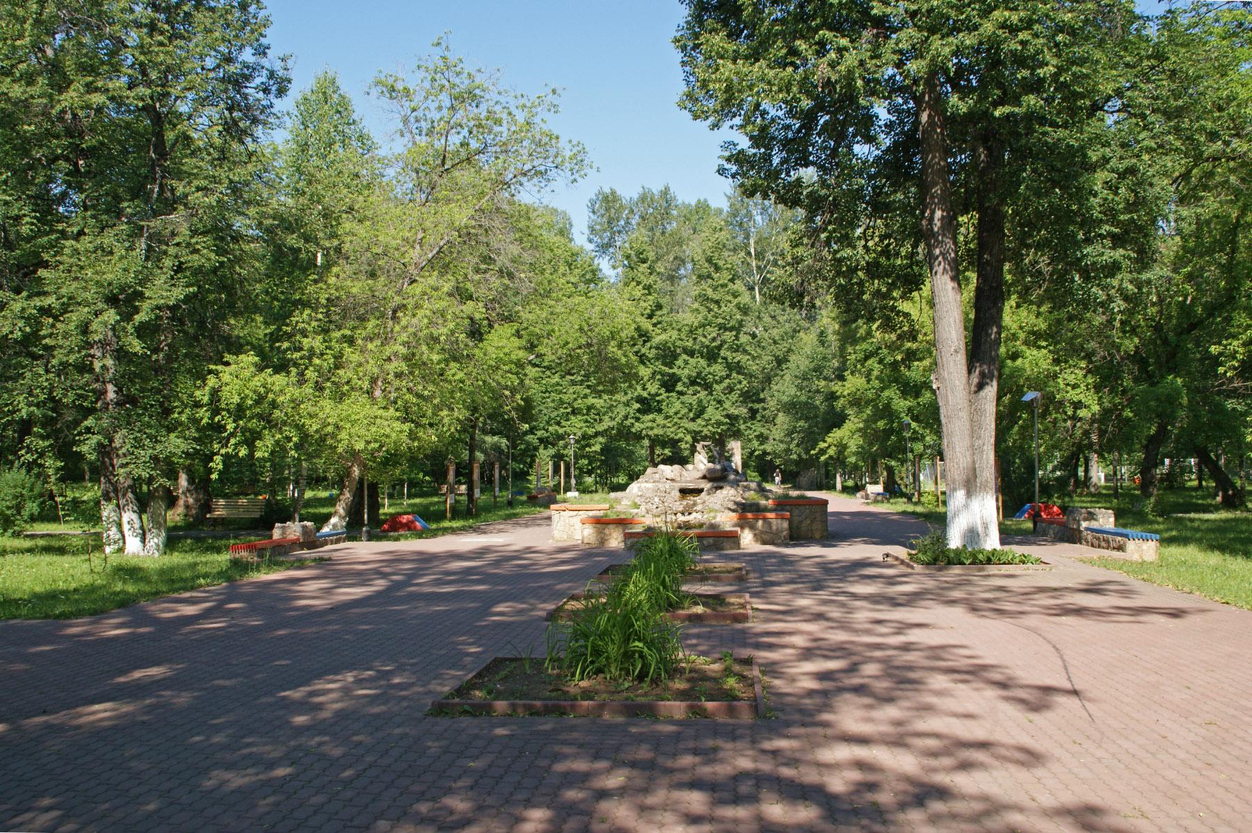 Красивая дорожка к роднику в парке Пилютова (02.02.2015)