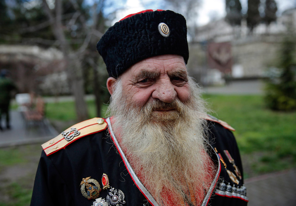 21. Повстанцы в Донецке, 18 марта 2015. (Фото Marko Djurica | Reuters):