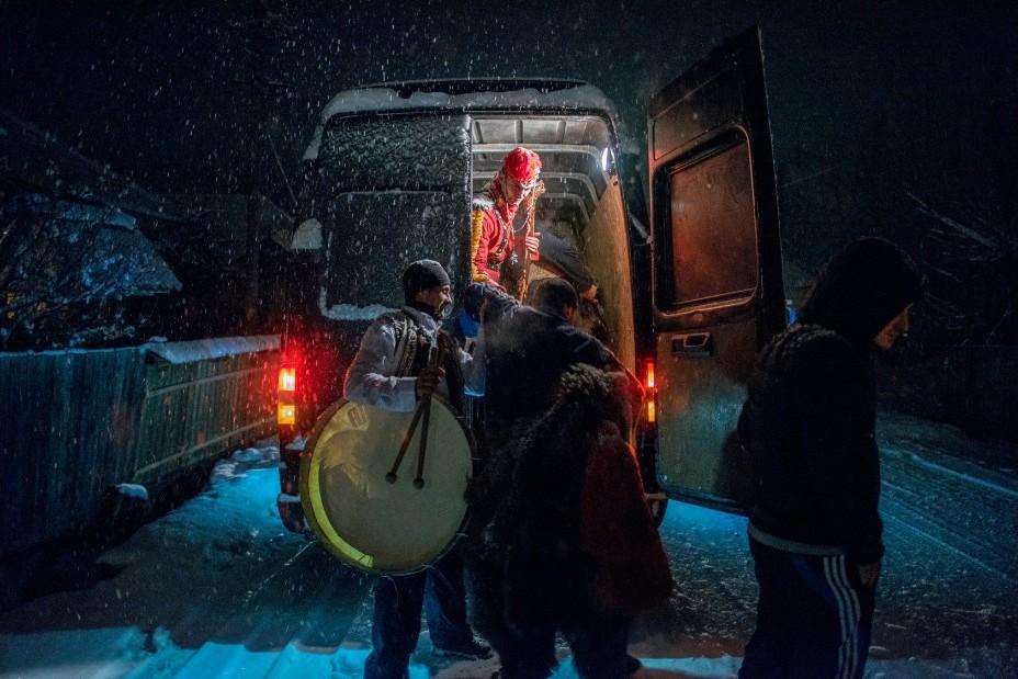 Медвежьи танцы в Румынии, которые должны отогнать злых духов