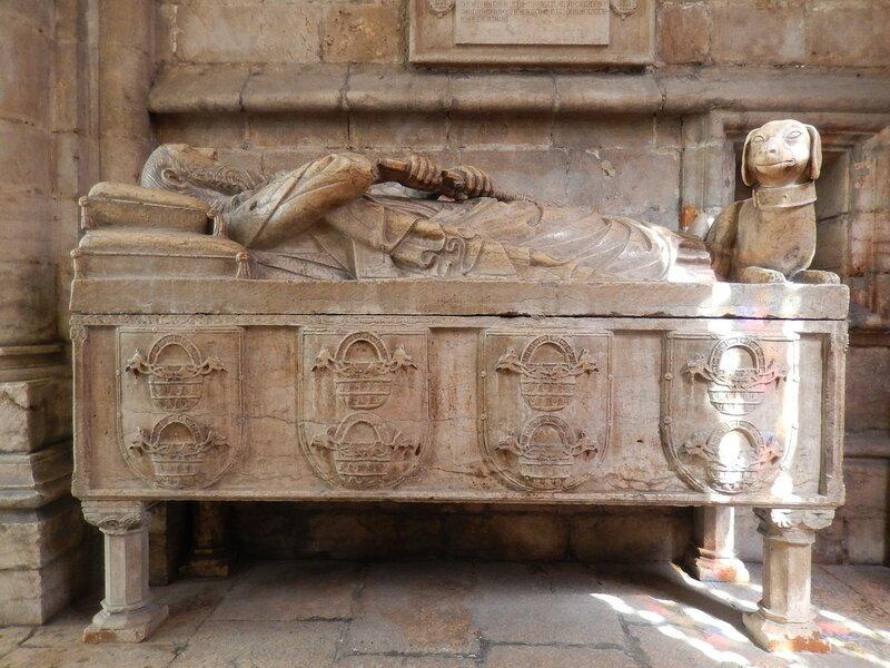 гробница рыцаря Лопу Фернандеша Пашеку, соратника Короля Афонсу IV
