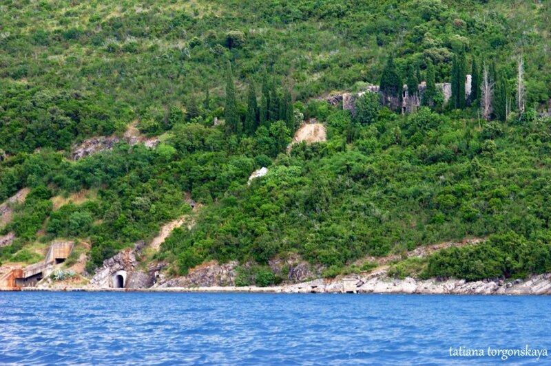 Вид на крепость и док в Росе