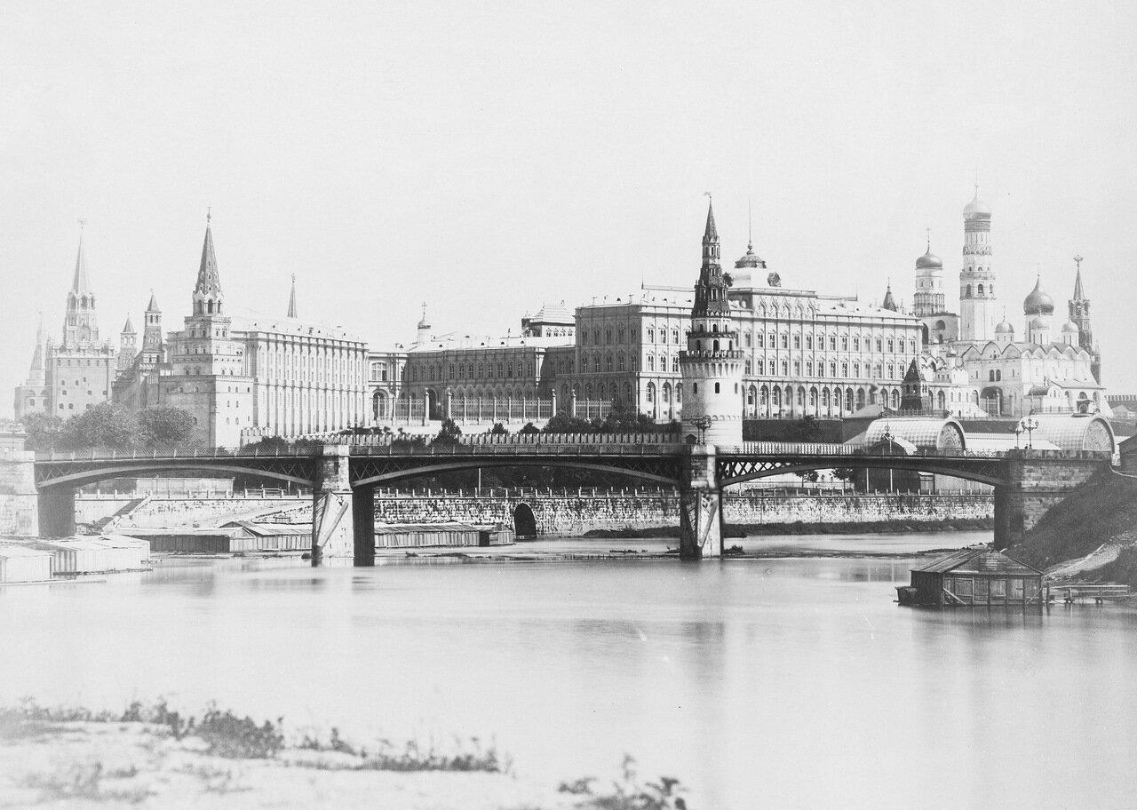 12. Вид на Кремль