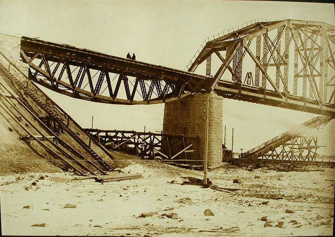 21. Вид правобережной балки и пролёта №1 моста через р.Зею.