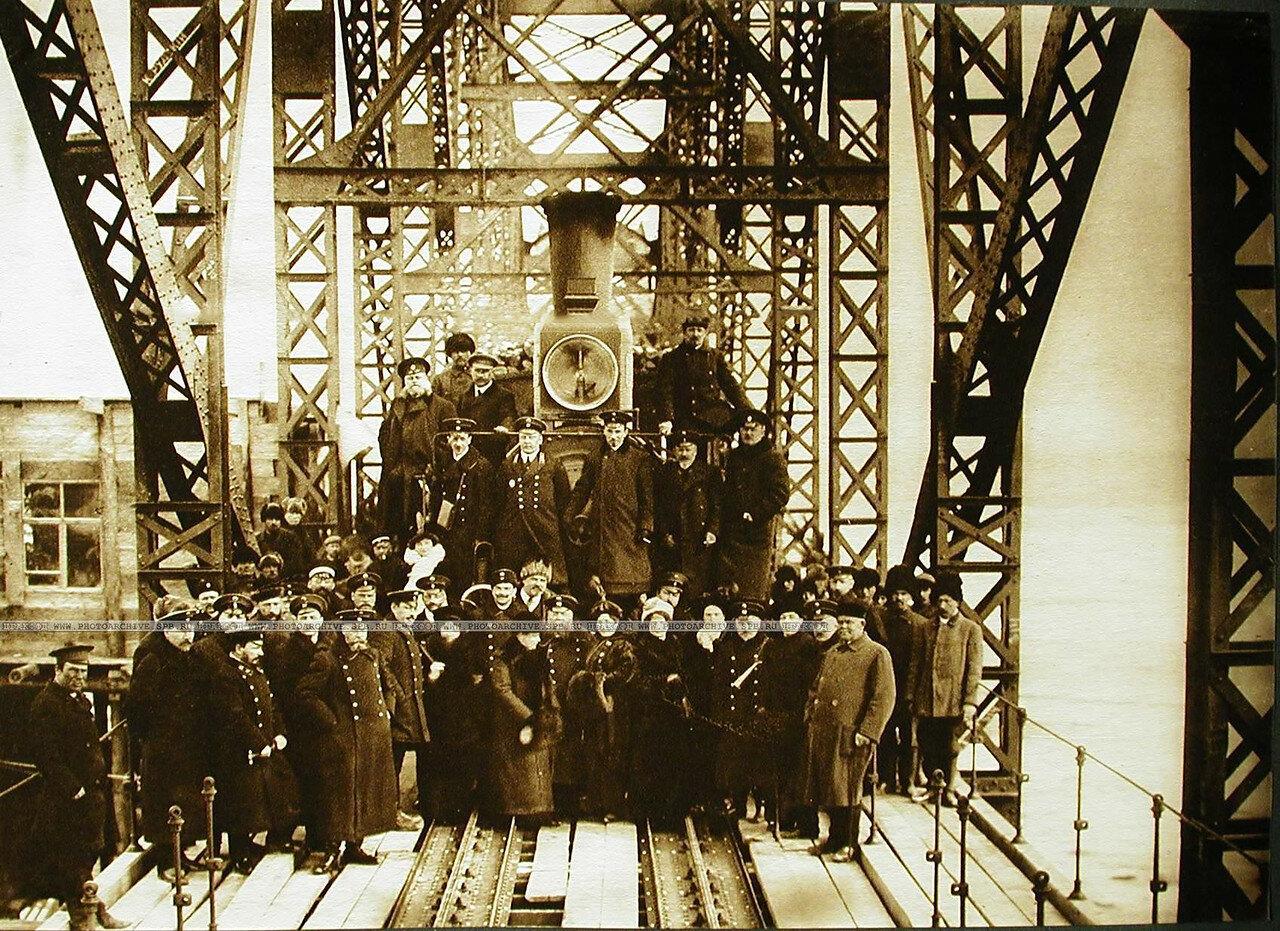 31. Группа членов приёмочной комиссии,присутствовавшая на открытии движения по мосту через р. Зею