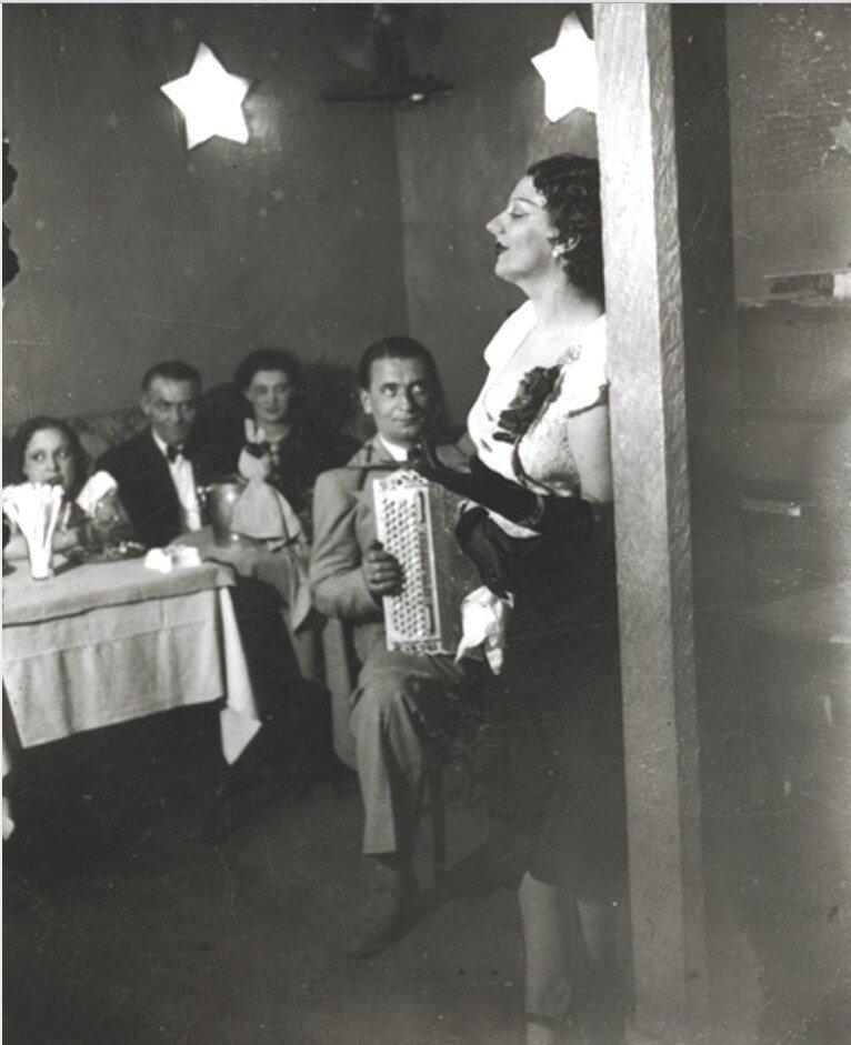 1932. Кики Монпарнас в «Кабаре де Флер»