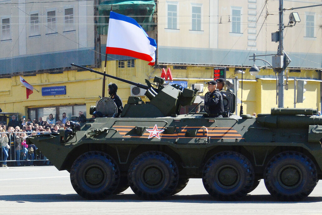 Parad74_BTR82.jpg