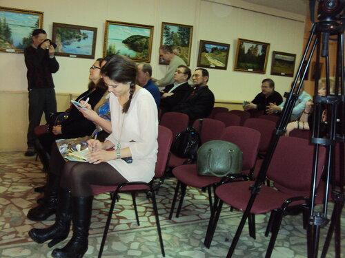 Участники вернисажа СЧХ в Чебоксарах