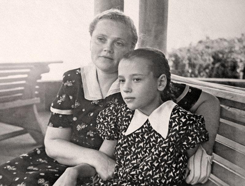 1121 Лена Санаева с мамой Лидией Антоновной.jpg