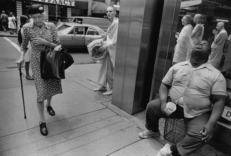 paul-mcdonough-blind-man-old-woman-hari-krishnas-nyc-1972.jpg