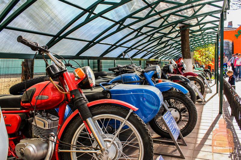 Помимо авто выставлены мотоциклы