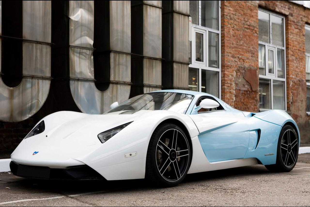 Marussia B1 стал перым автомобилем компании Marussia Motors, которую в 2007 году основали Николай Фо
