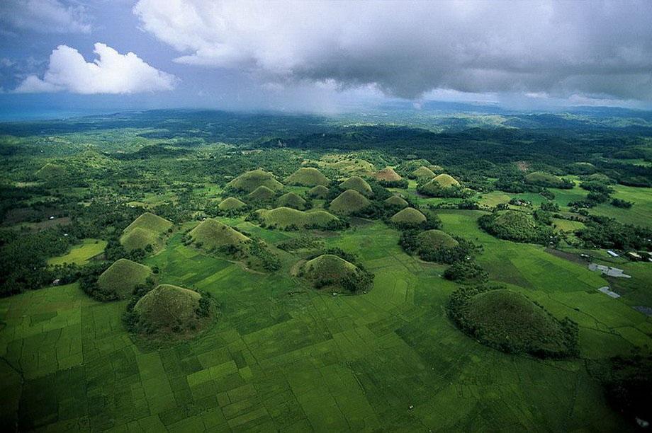 15. Шоколадные горы. Остров Бохоль, Филиппины.
