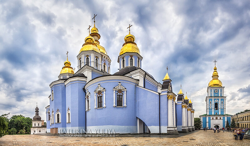 Михайловский собор под хмурым небом