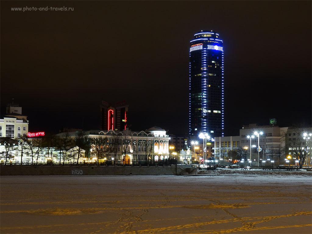Фото 6. Небоскреб «Высоцкий» - самое высокое здание в России за пределами Нерезиновой. Настройки мыльницы Sony DSC были такие: 100, 12.41 (70), 8, 4