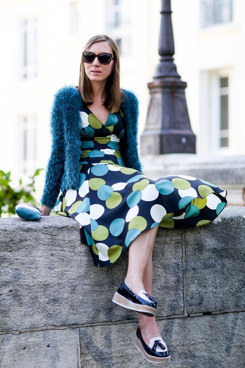 платья в горох, уличная мода Парижа 2015