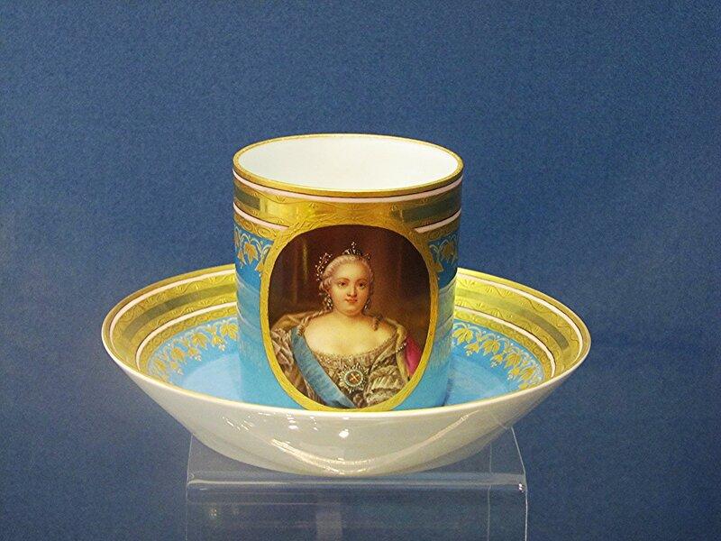 Чашка с блюдцем с портретом императрицы Елизаветы Петровны