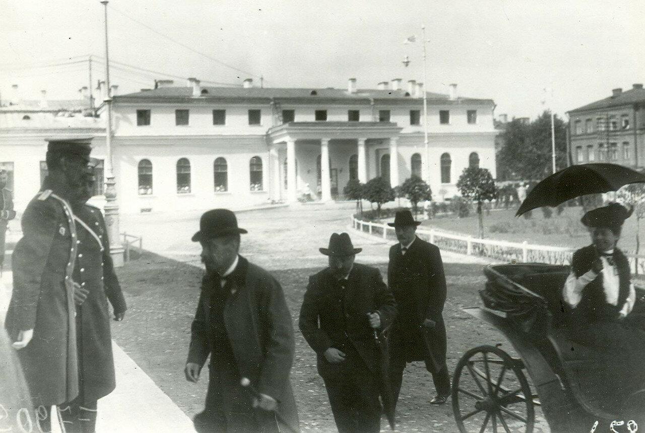Приезд депутатов Первой Государственной думы на первое заседание в Таврический дворец.