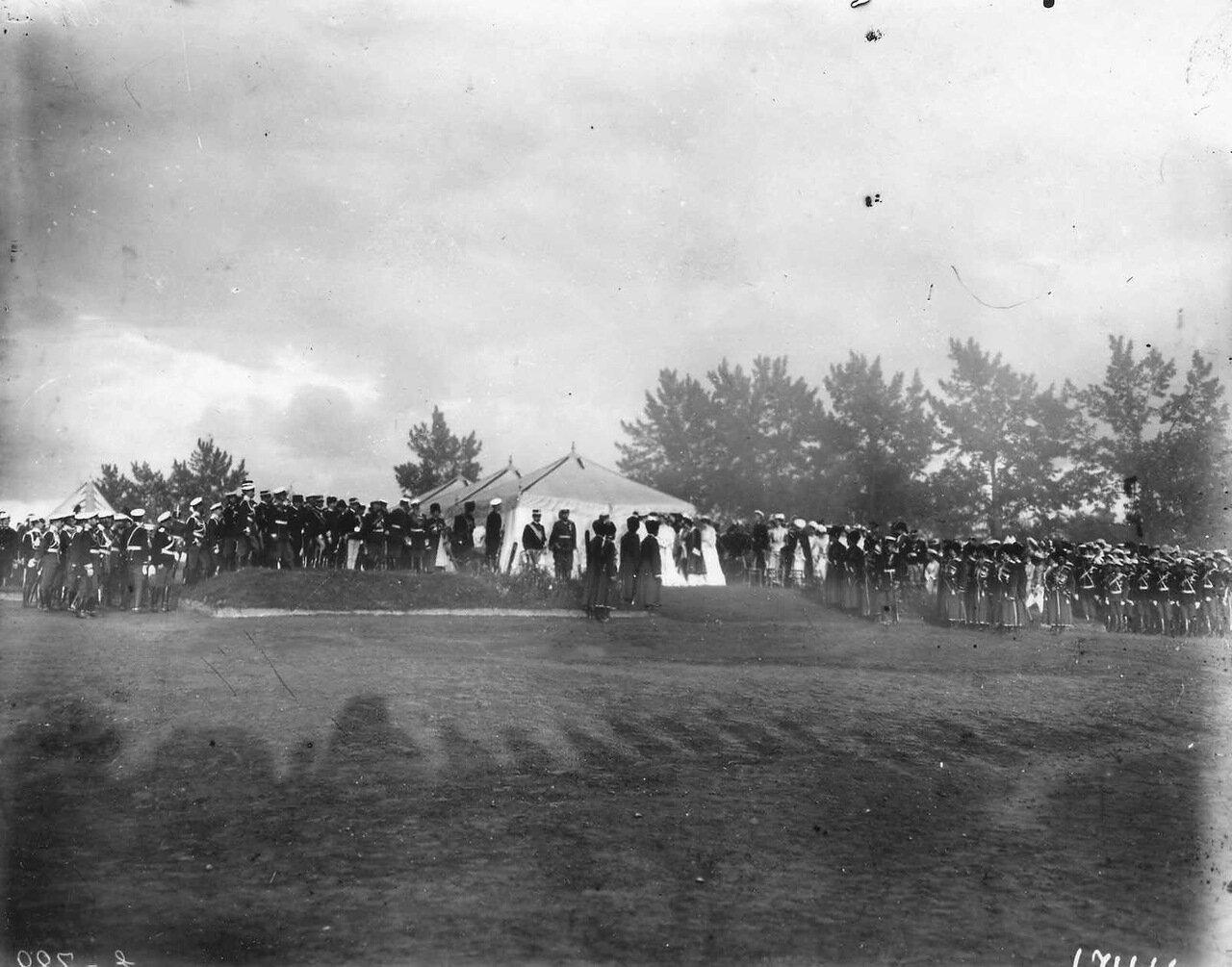 30.Император Николай II, итальянский король Виктор Эммануил III и их семьи и свита у палатки